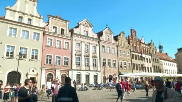 Poznaň, Polsko - 20. května 2018. Přeplněné náměstí Stary Rynek