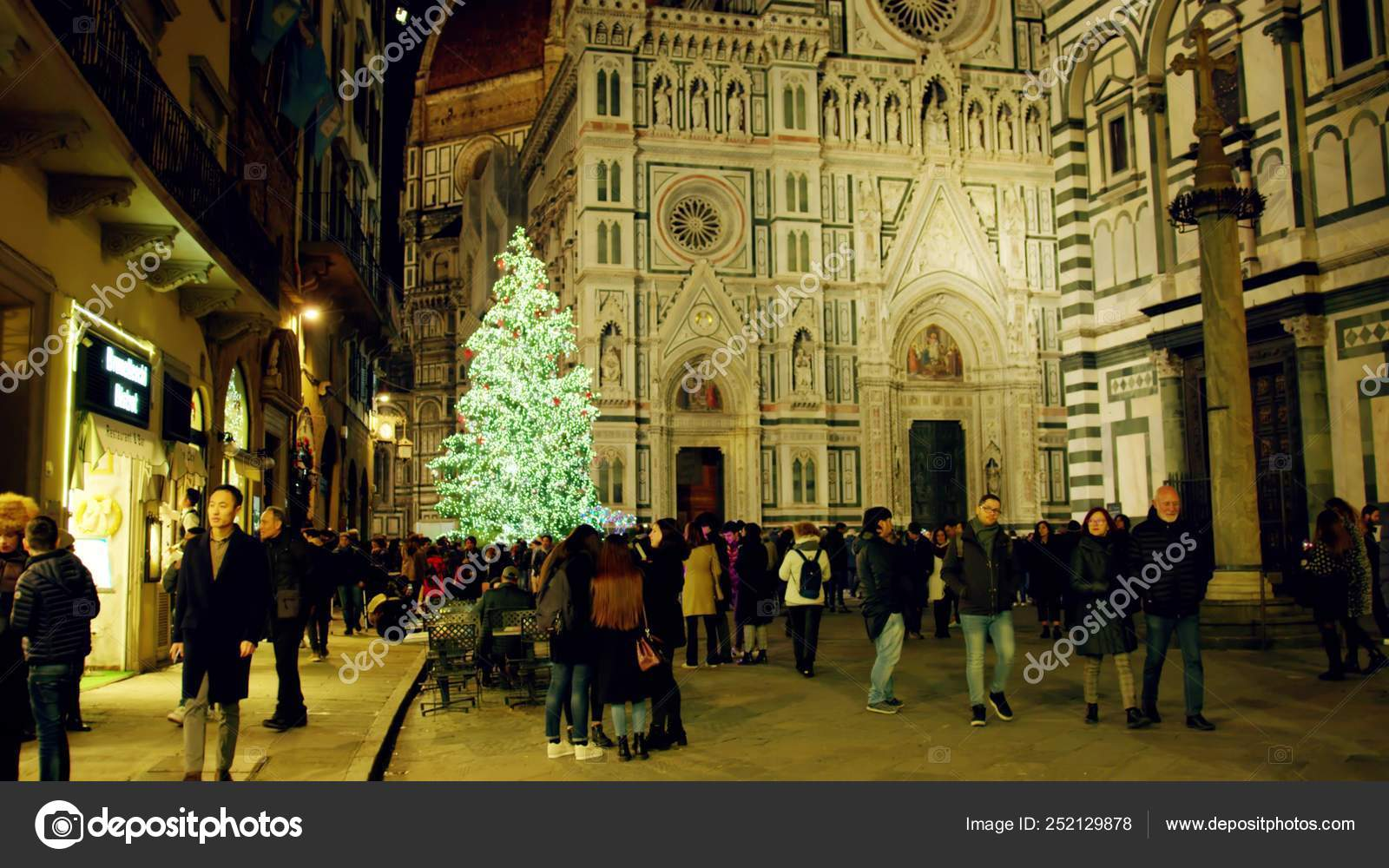 Christmas In Florence Italy.Florence Italy December 26 2018 Christmas Tree In