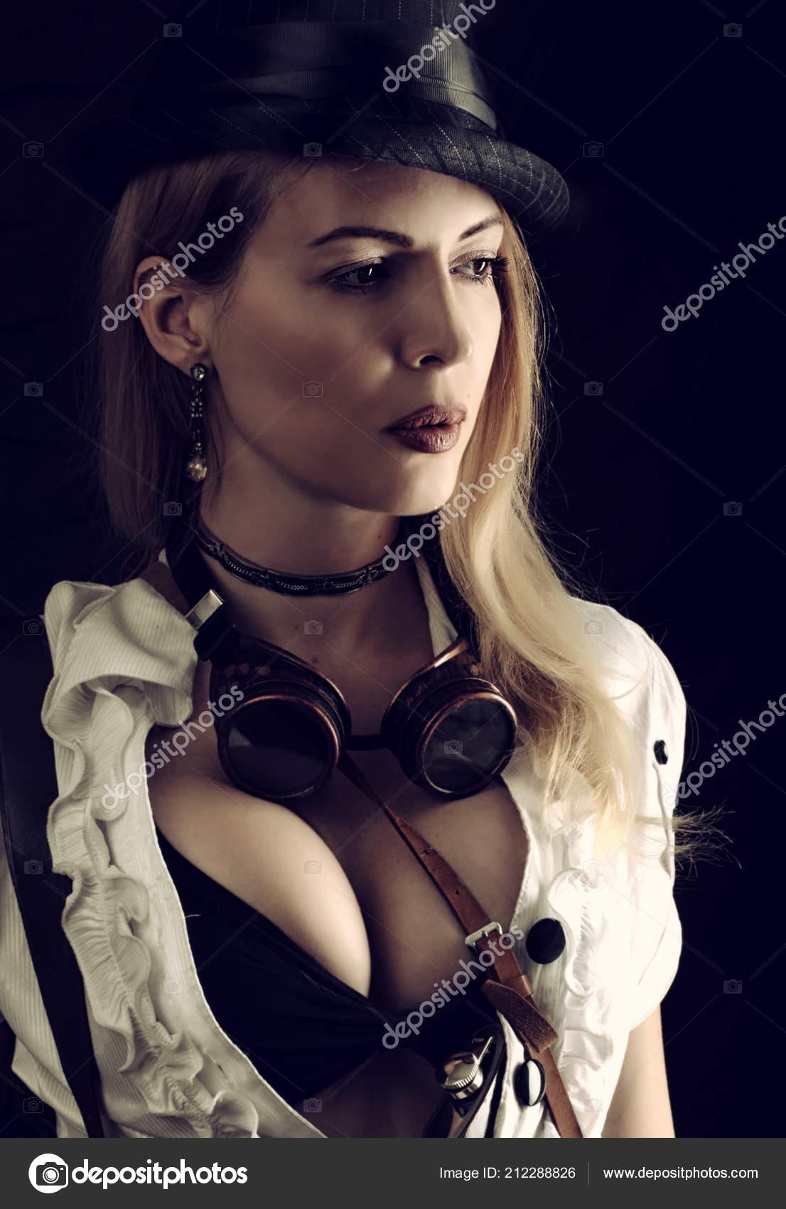 1306ddde31c Σέξι Κορίτσι Φορώντας Κοστούμι Steampunk Μαύρο Φόντο — Φωτογραφία ...