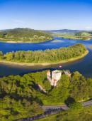 Hrad Tropsztyn a jezero Czchowskie. Wytrzyszczka, Malé Polsko, Polsko