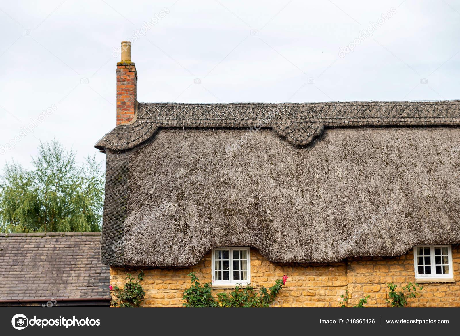 Traditionellen Englischen Cottage Dach In Barton Seagrave