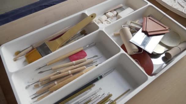 Werkzeuge des Keramikers Dolly erschossen