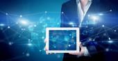 Fotografie Ruční hospodářství tablet s konceptem virtuální databáze