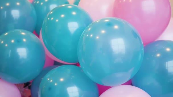 barevné bubliny modré a růžové tkané dohromady