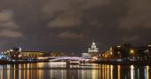 Napos nyári nap Moszkvai folyó öböl kremlin éjszaka