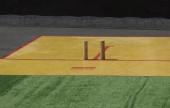 Ruská národní hra Gorodki, ve které musíte vyřadit všechny postavy z náměstí s dřevěnou holí