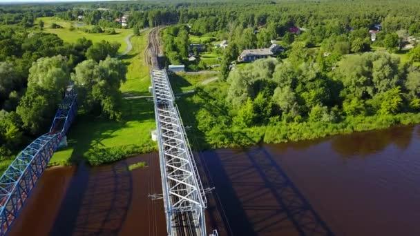 Gauja železniční most Lotyšsko letecké dron pohled shora 4k Uhd videa