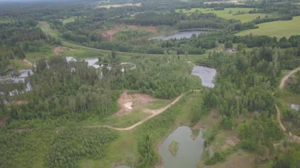 Amatciems Lake anténní pohled na 4k UHD video Lotyšsko