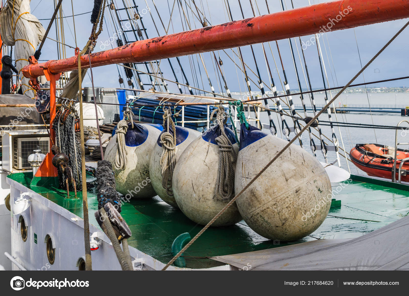 Boyas en la cubierta de un velero, primer plano — Foto de