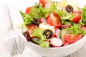 Míchaný zeleninový salát v desce