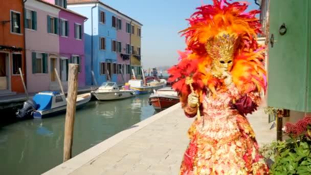 Unbekannte beim venezianischen Karneval, traditionelles Fest der Masken in Italien