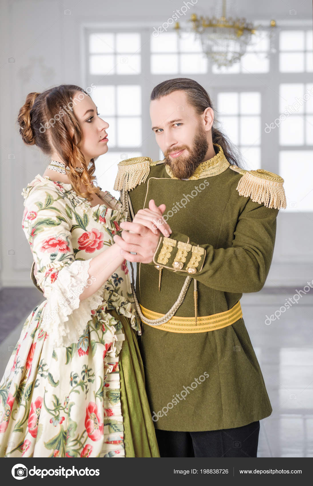 3709396c68d9 Όμορφο Ζευγάρι Άνδρα Και Γυναίκας Ιστορικά Μεσαιωνικά Κοστούμια — Φωτογραφία  Αρχείου