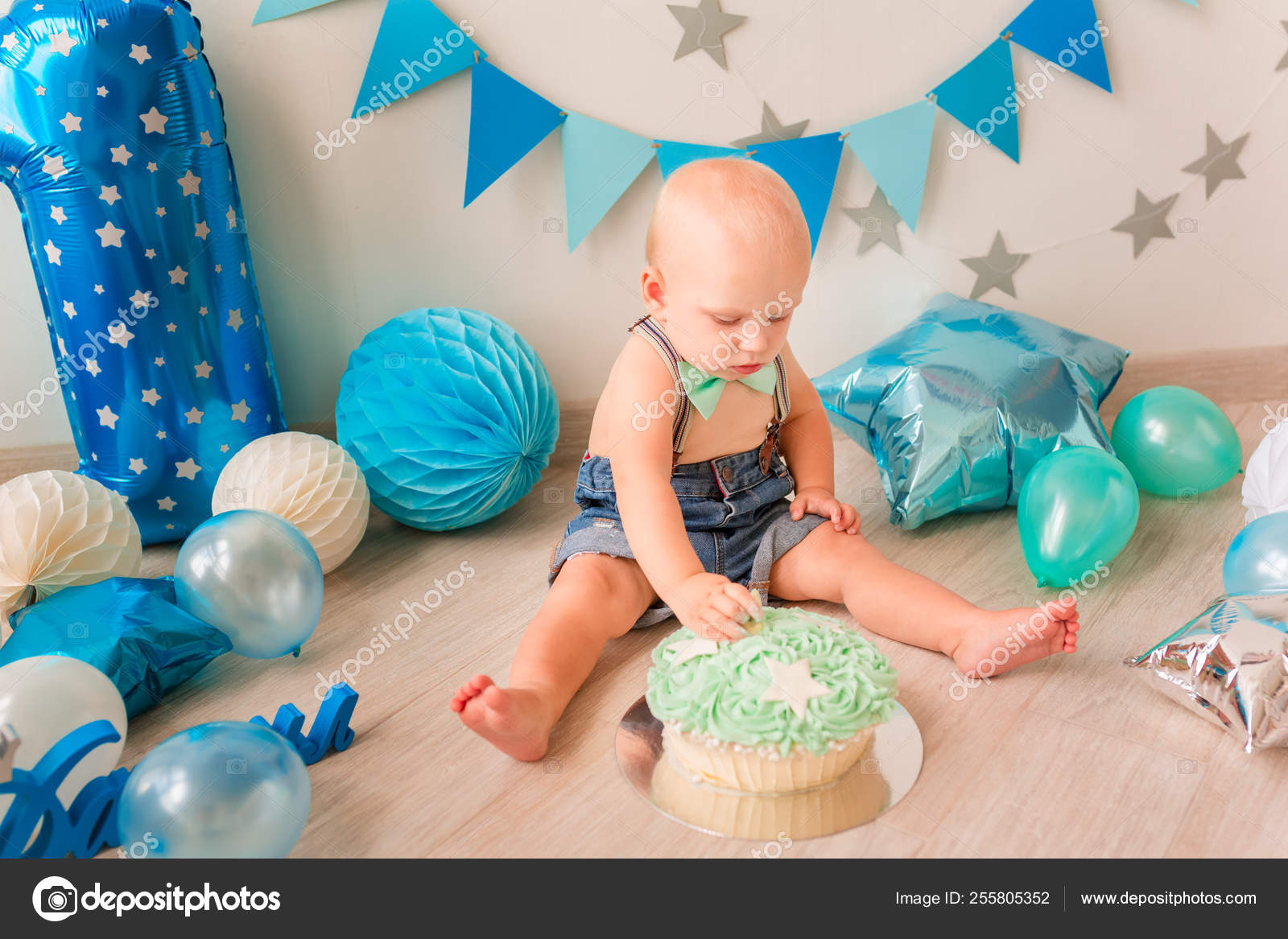Brilliant Adorable Baby Boy Celebrating His First Birthday Smash Cake Funny Birthday Cards Online Barepcheapnameinfo