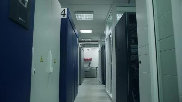 Server v místnosti serverů