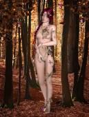 Königin der Schmetterlinge: süße Elfe mit Fantasie-Tattoos