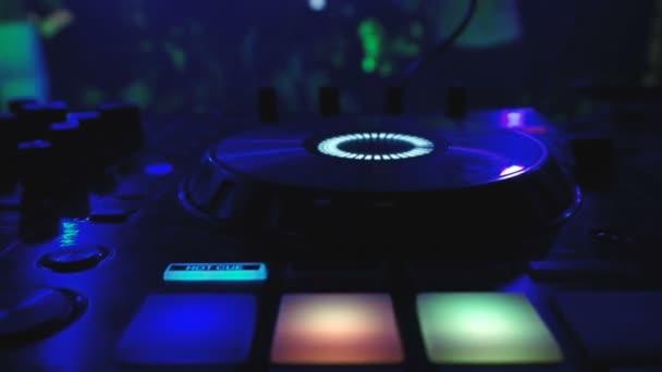 DJ Mixer v Night Club Disco Party