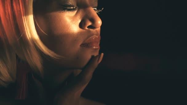 Smyslná žena ve světle