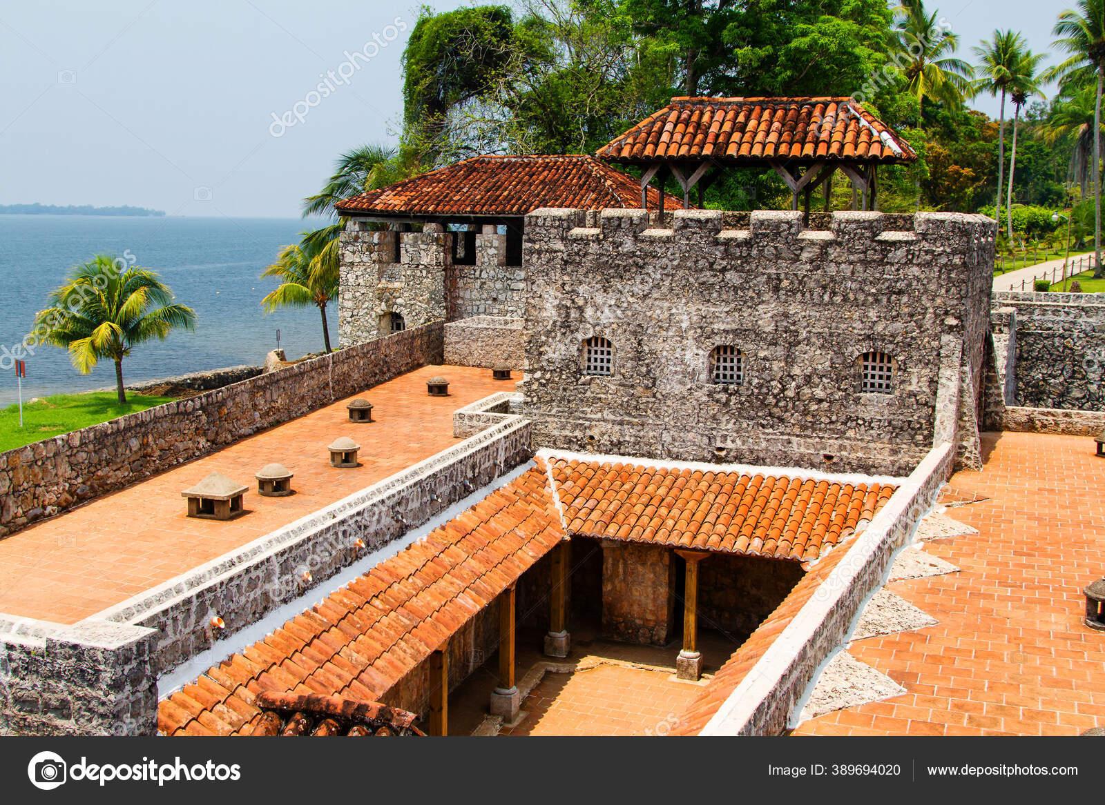 Dio Dulce Guatemala April Castillo San Felipe Lara Rio Dulce Stok Foto C Kefirm 389694020