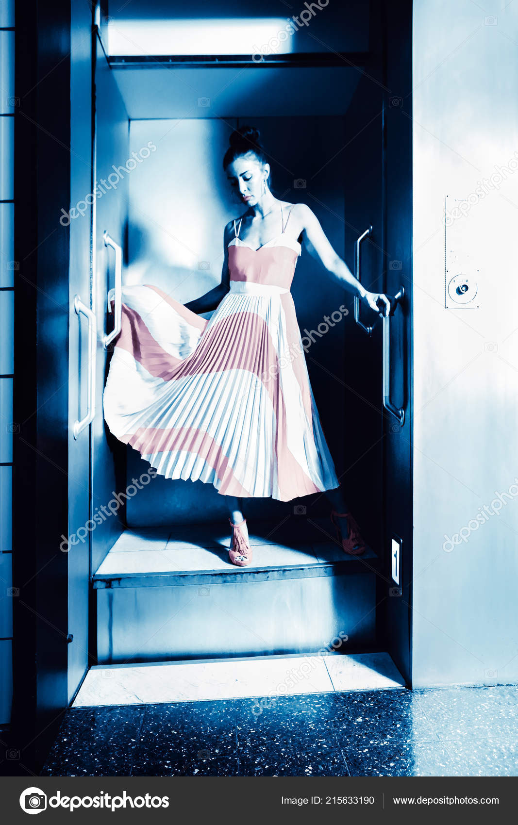 стоит классные картинки для девченок в одном лифте впечатление, что
