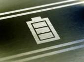 Ikona baterie na papíře. Barevné ilustrace.