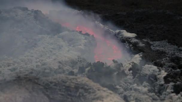 Flusso di lava sul vulcano Etna. Sicilia, Italia