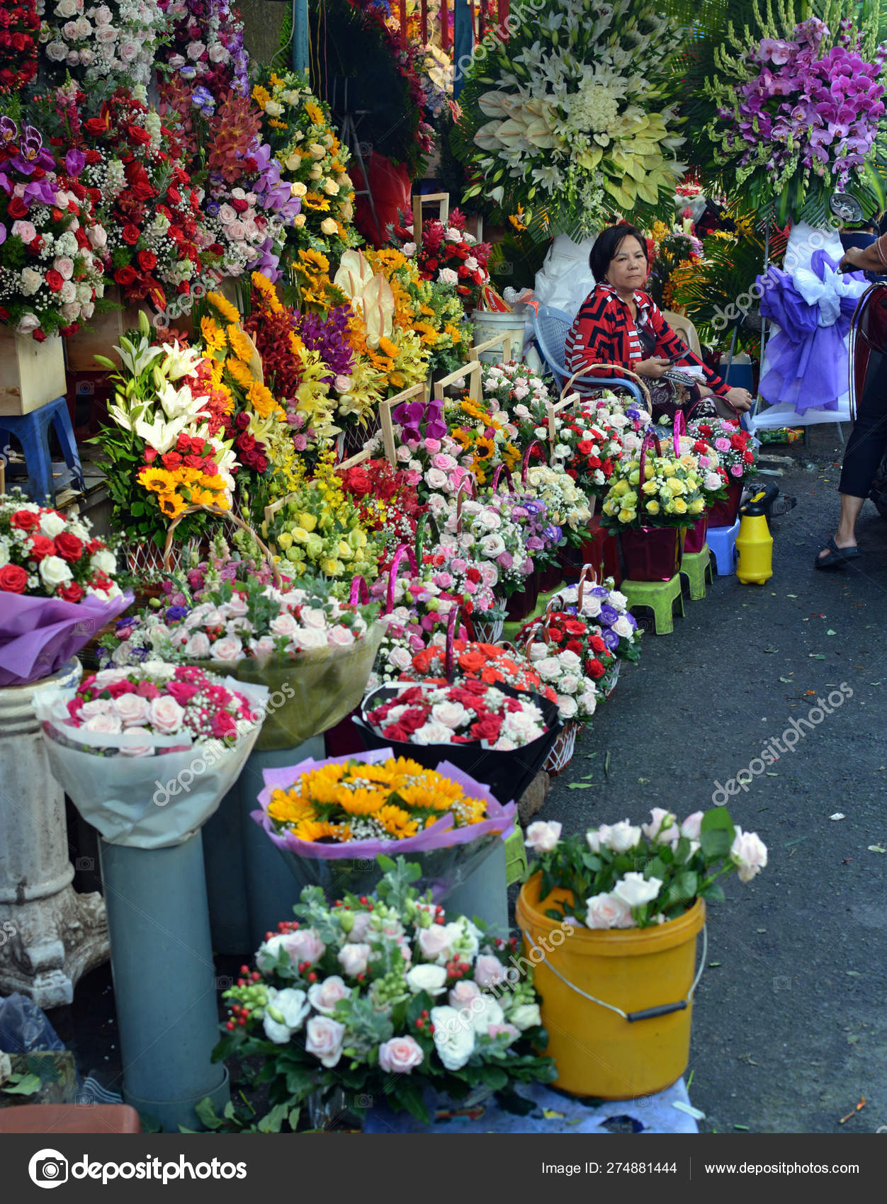 Binh Dong Floating Flower Market.Flower Market Ho Chi Minh City Flowers Healthy