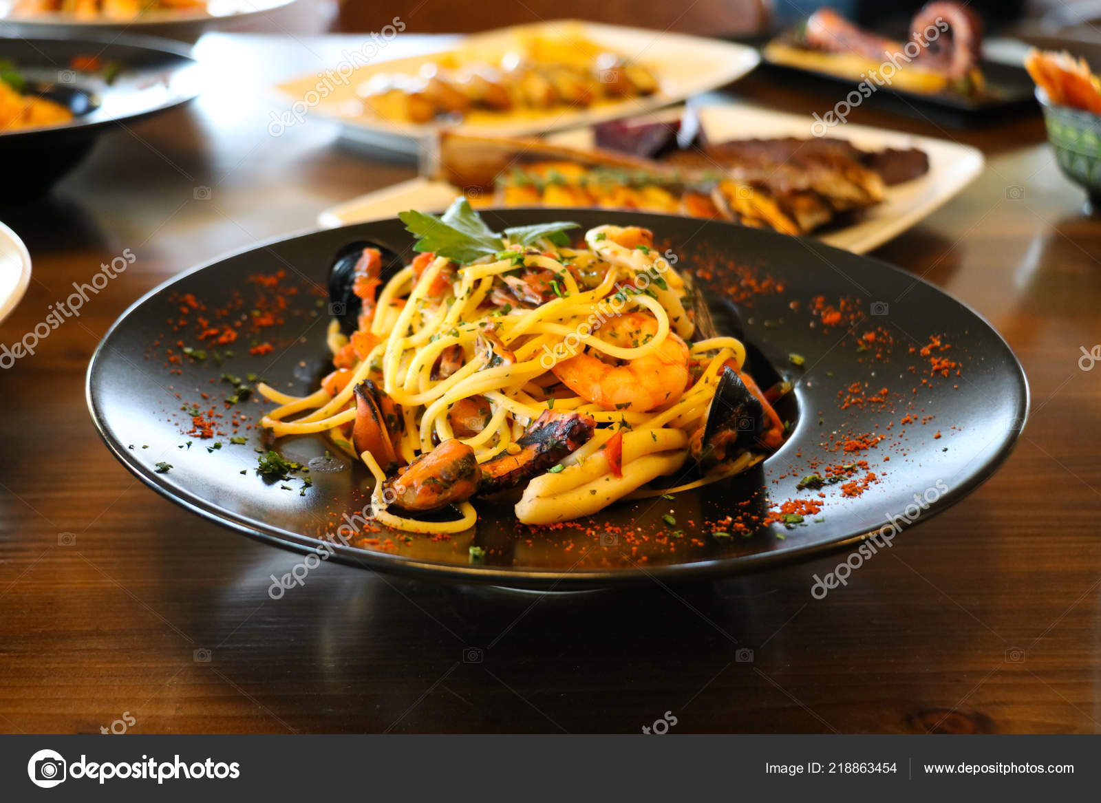 Healthy Food Concept Spaghetti Shrimps Prawns Mussels Parsley Black Plate Stock Photo Image By C Viperagp 218863454