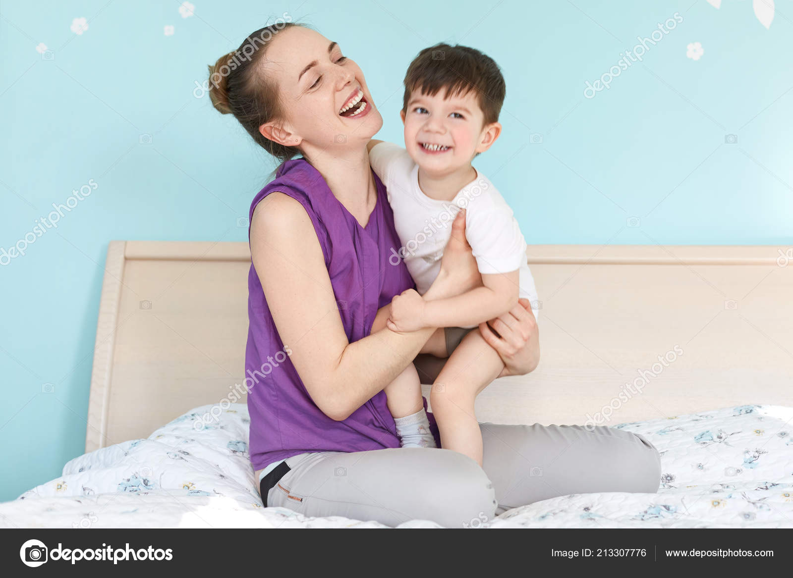 Син ебет свою родную мать, Сын трахнул свою родную мать смотреть онлайн на 14 фотография