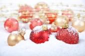 Vánoční dekorace ve sněhu