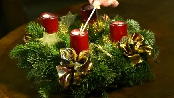 Adventskranz, erste Kerze anzünden