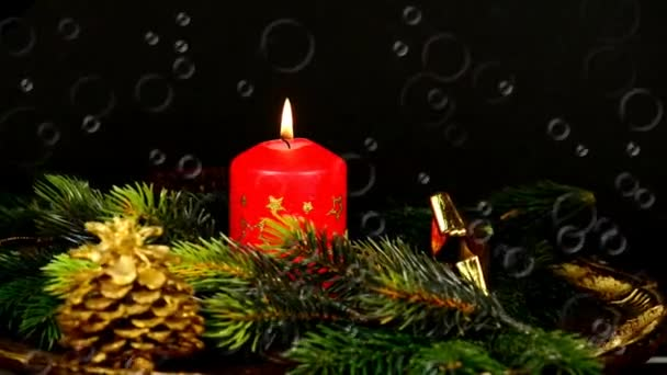 Adventskranz mit brennenden Kerzen, Drehteller