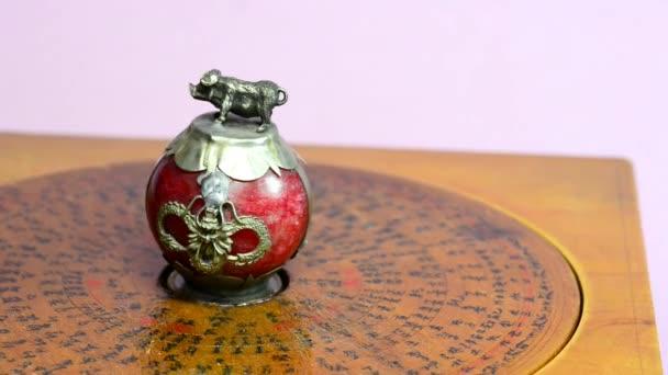 2019 rok prasete, čínské feng shui kompasu a prase zjistit