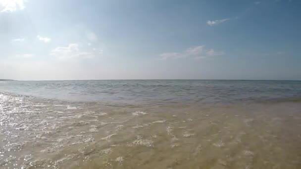 Brandung der Ostsee in Polen, Kamera in der Brandung