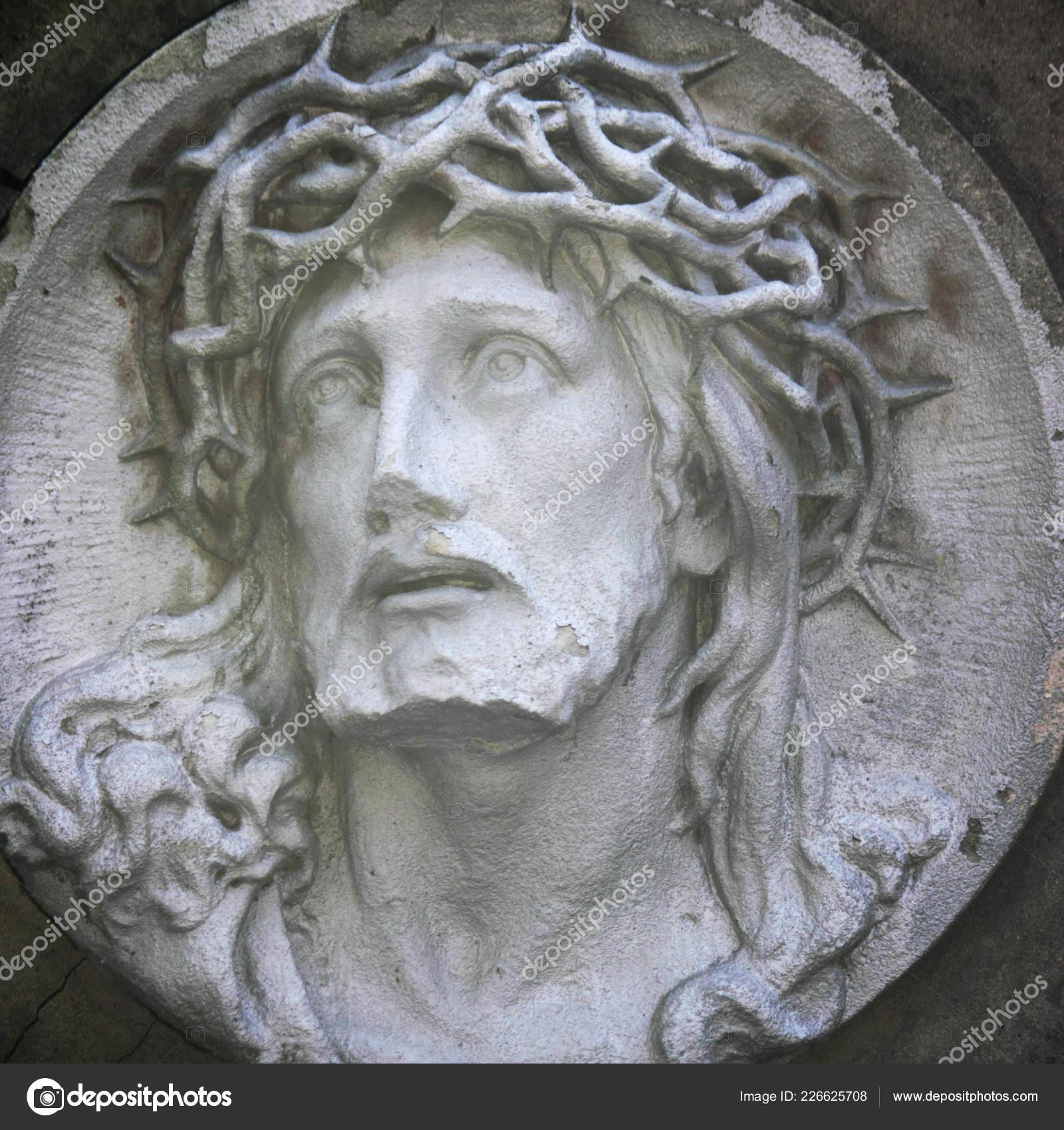 https://st4.depositphotos.com/1030973/22662/i/1600/depositphotos_226625708-stock-photo-jesus-christ-crown-thorns-fragment.jpg