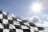 Fotografia bandiera a scacchi e cielo blu