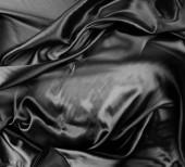 Nahaufnahme aus gewelltem schwarzem Seidenstoff
