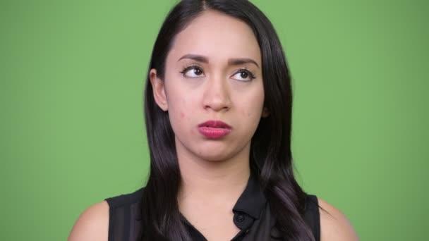 Mladé krásné asijské podnikatelka, tvářil se znuděně