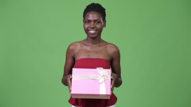Fiatal gyönyörű afrikai nő, gondoltam miközben díszdobozban