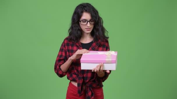 Mladá krásná obchodnice s Dárkový box