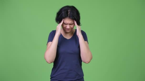 Zdůraznil žena s krátkými vlasy mají bolesti hlavy