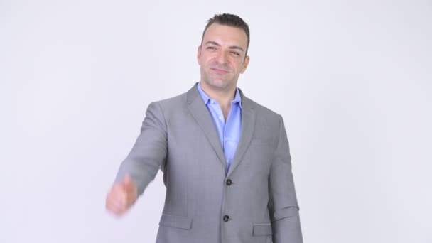 Šťastný podnikatel s úsměvem a dává palec