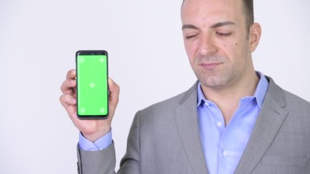 Podnikatel, ukazující Copyspace prezentaci s telefonem zelená obrazovka