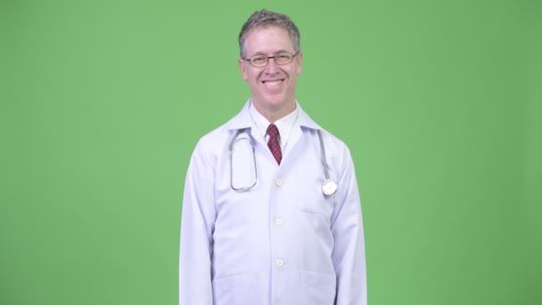 Portrét lékaře šťastný zralý muž nosí brýle