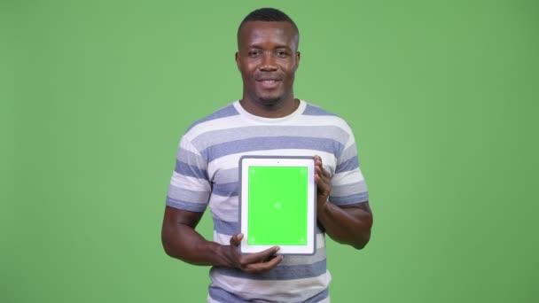 Boldog afrikai fiatalember találat digitális tabletta