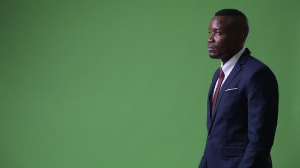 Hossz-szelvény nézet fiatal afrikai üzletember