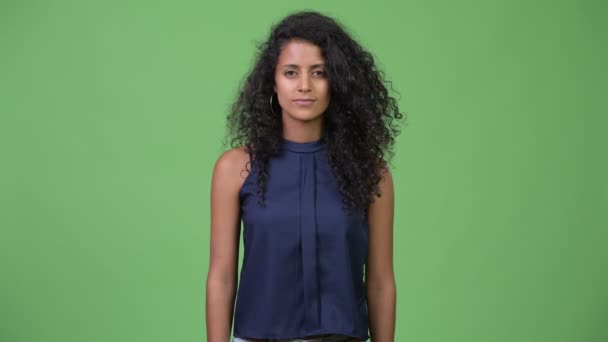 Fiatal boldog szép hispániai üzletasszony göndör haja