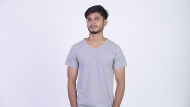 Mladý šťastný indické vousáč myšlení