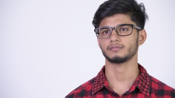 Mladí rádi vousatých indické bokovky člověk usmívá a myšlení