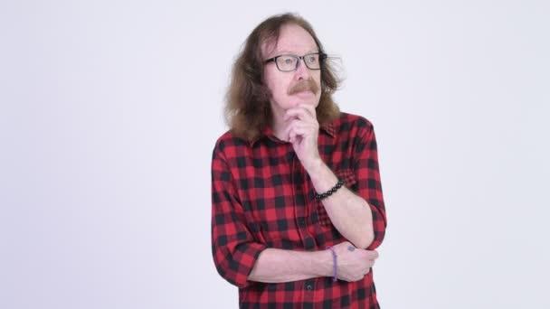 Vedoucí bokovky muž s brýlemi myšlení