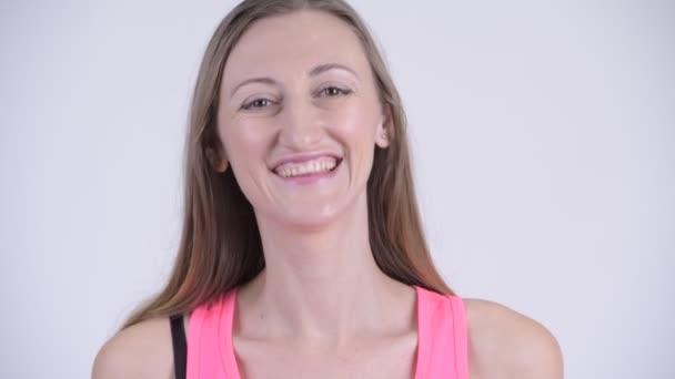 Face-boldog szőke nő mosolyogva és nevetve